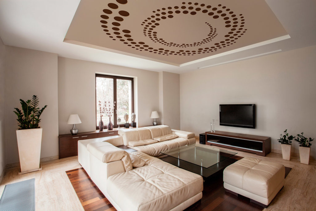 Plafond tendu sculpté dans le salon
